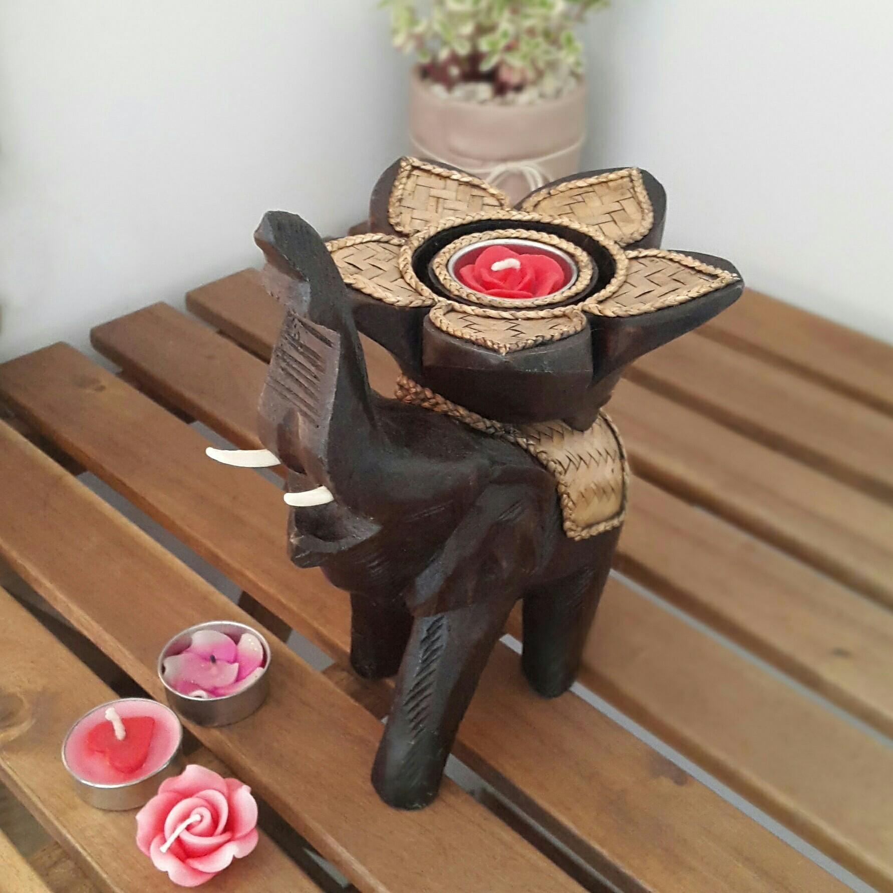 l phant avec la trompe et les d fenses qui portent une fleur de lotus fait la main porte. Black Bedroom Furniture Sets. Home Design Ideas