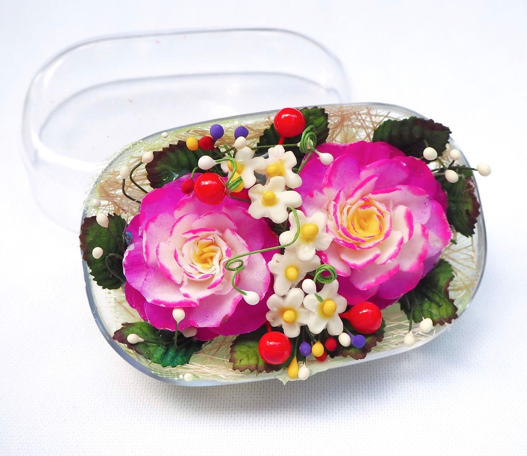 Image de Fleur festive violet sculptées à la main dans une barre de savon